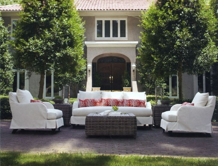 Comfortable and Inviting Space Frontyard