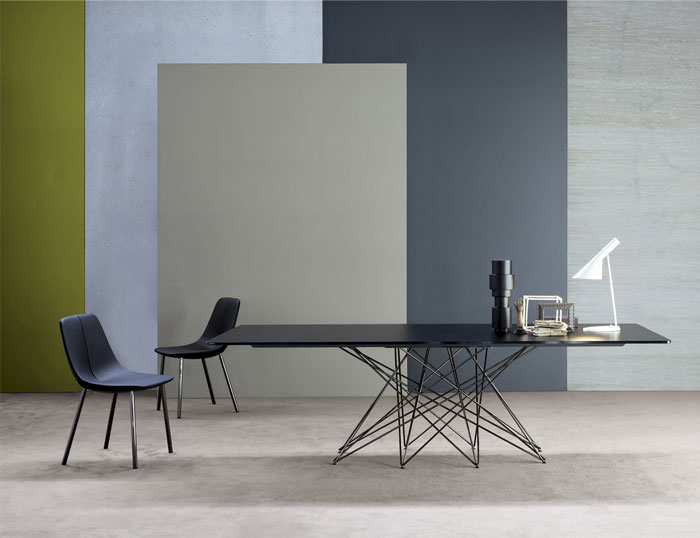 Bonaldo Table Concept Octa Table Design by Bartoli Design with Nice Table Lamp and Black Chair
