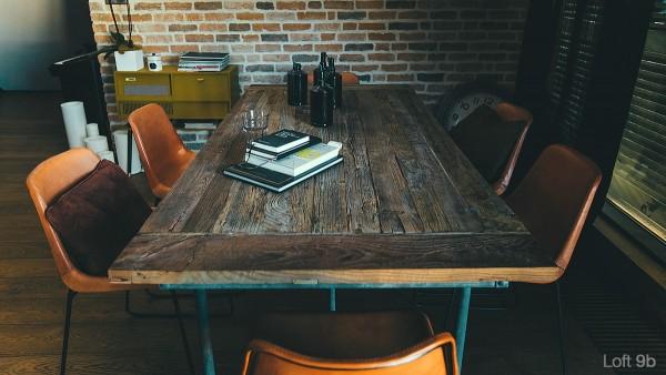 attic-apartment-with-custom-furniture-classic-reclaimed-wood-table-design