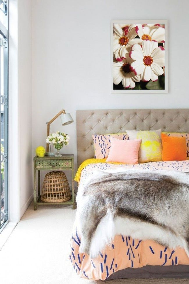 bedside-nightstands-decoration-ideas-Bouquet of Flowers in a Nice Small Vase on Nightstand