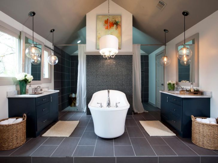 bathroom-chandelier-lighting-sizeable-bathroom-design_with_decorative-white-chandelier-lighting_white-bathub_blue-wooden-cabinet_decorative-painting