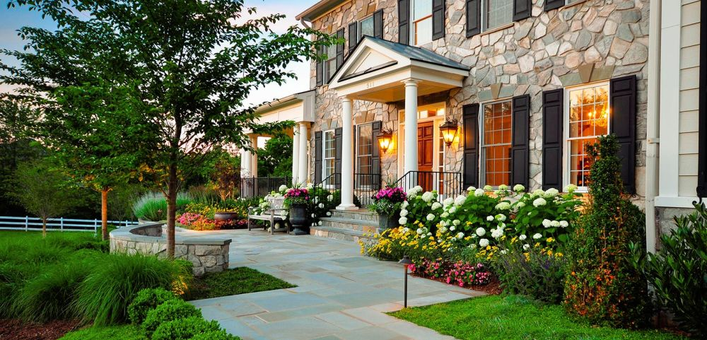 perfect front yard with outstanding exterior design and two outdoor lights