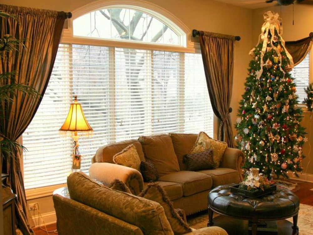 Wonderful window treatment for residing area - Living room picture window treatments ...