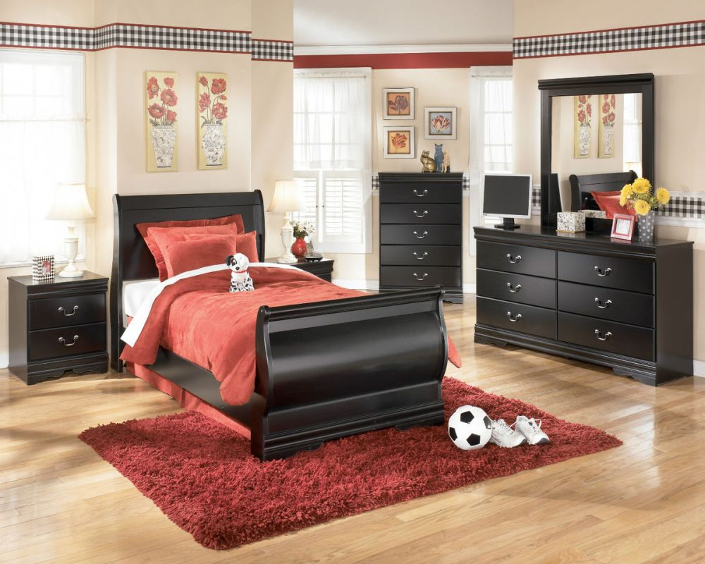 youth bedroom with vintage touches and featured a glossy black twin bed with traditional headboard design mesmerizing youth bedroom sets images