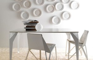 Stylish Dining Table Set Called Drop