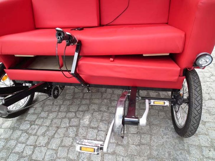 Hybrid Sofa Bike by Jacek Holubowicz Gives Extra Pleasure