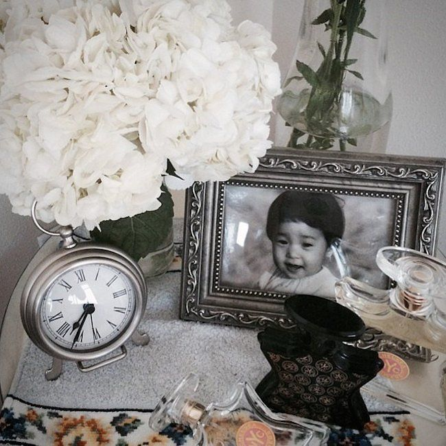 bedside-nightstands-decoration-ideas-Nightstand Decoration with Framed Family Photo