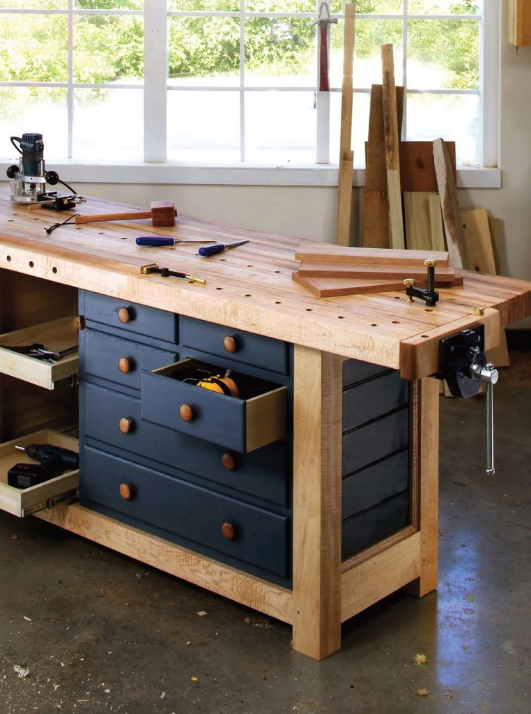 Nice Woodworking Craftsman Workbench with Drawers and Storage