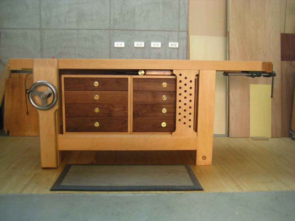 Small Workbench with Drawers Plan by Craftsman