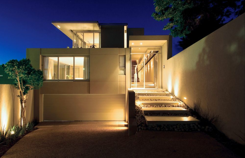 contemporary home with the volumetric architecture add a dramatic impression using outside wall light
