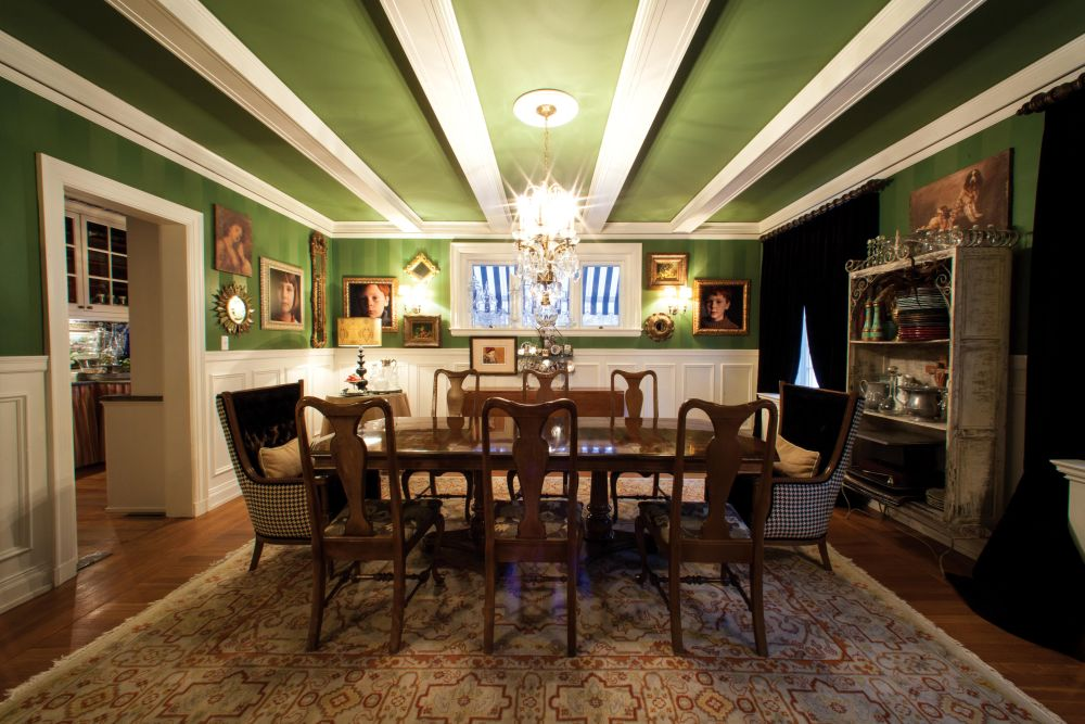 matching painting color between ceiling and wall makes dining room more enjoyable