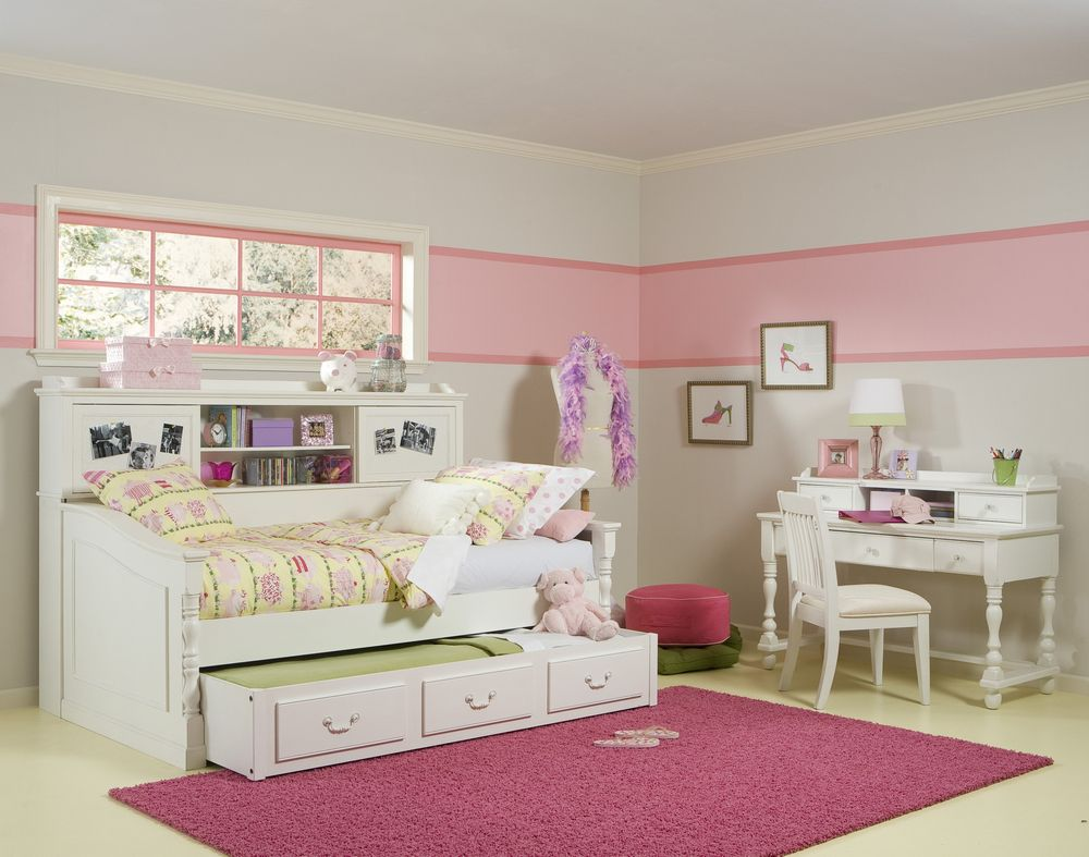 space saving bedroom for little girl's with built in trundle bed and white bedroom furnihsing