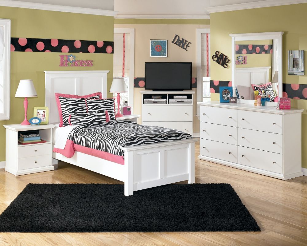 attractive bedroom design for girl with polka dota wall art and small dressing area using a white bedroom furnishing pretty teen girl bedroom furniture designs