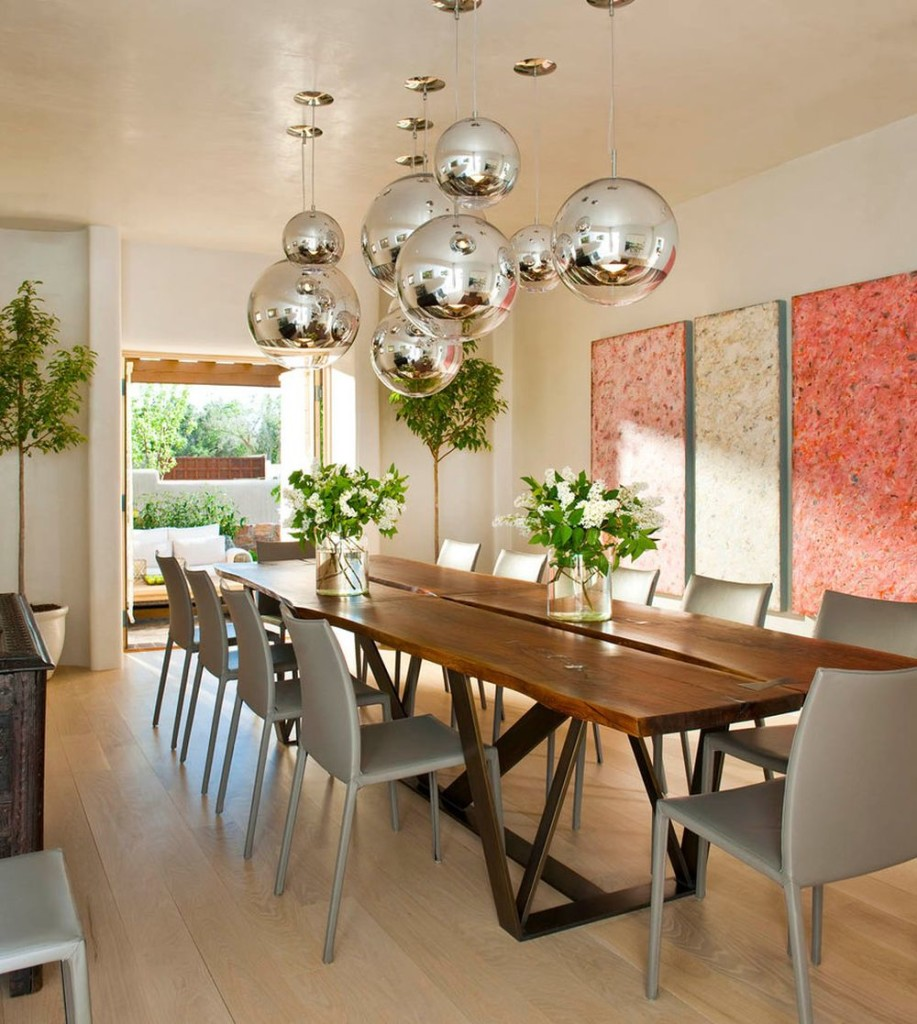 Calming Thanksgiving Table Decoration with Wonderful Metallic Pendants and Two Transparent Vase