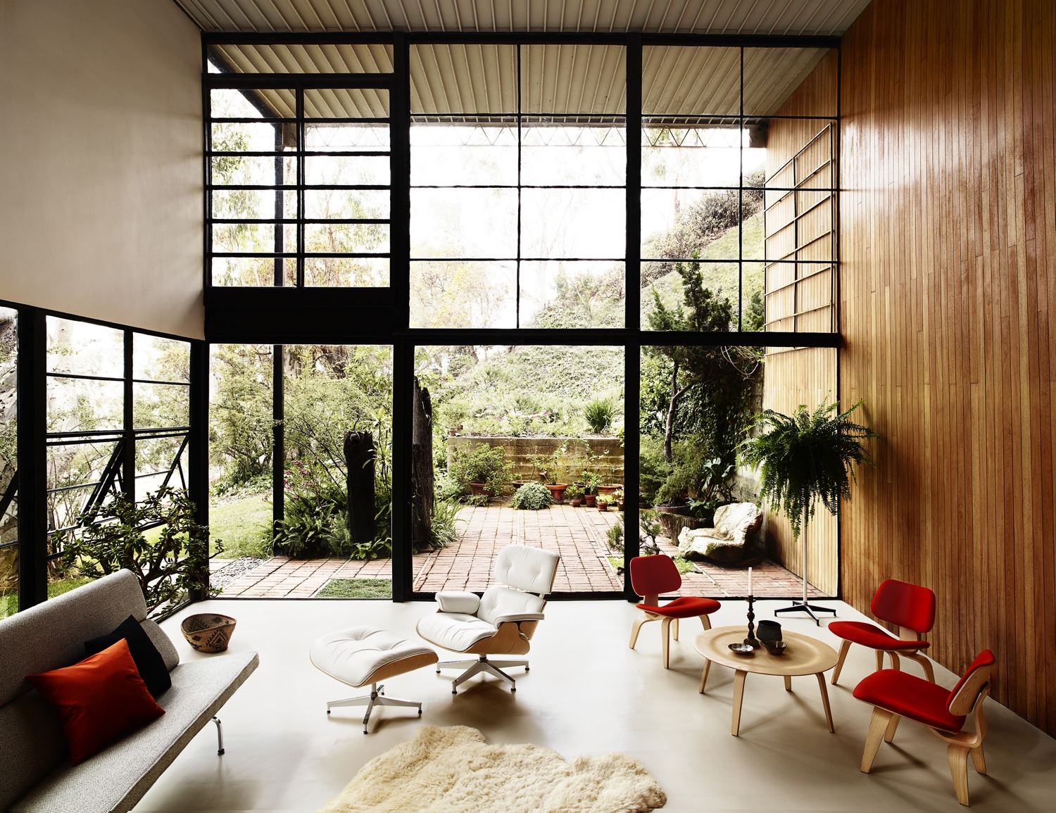 Eames house living room design ideas the classic design stories of the eames lounge chair and ottoman